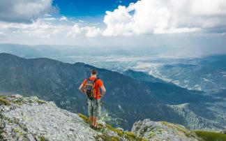 Mans Best Daypacks for Hiking 2021